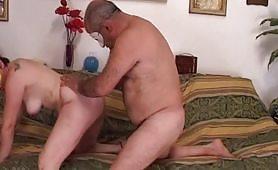 Le vicine di casa - la prima scena di sesso fra le mura domestiche