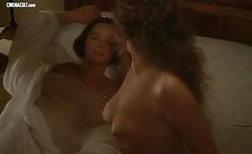 Laura Antonelli e Clelia Rondinella nude nel film La Venexiana