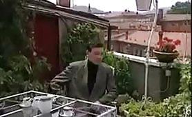 La signora matura inculata in terrazza