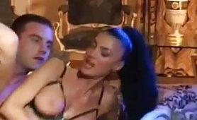 La Venere Bianca prende un cazzo nel culo a pecorina