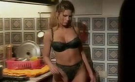 Julia Taylor e Monica Roccaforte in orgia porno con nonno arrapato