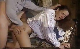 Scena porno vintage di arrapante inculata