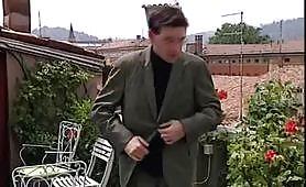 Teresa Visconti inculata sul terrazzo dal giovane cazzuto