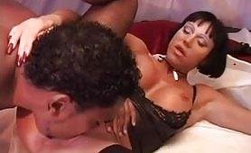Scena porno interraziale ripresa dal film italiano Angelo all'Inferno