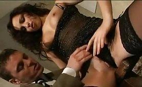 Alexa May gode in scena di sesso anale