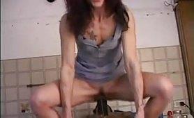 Casalinga italiana porca e pelosa in creampie vaginale
