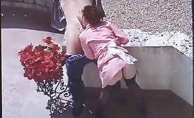 Una calda scena porno vintage all`aperto