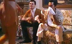 Teresa Visconti in calda scena porno vintage con due porconi arrapati