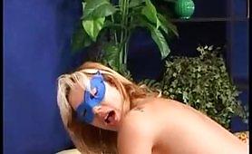 Coppia di maialoni mascherati gira un filmino porno