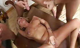 Melissa Conti in orgia con Bukkake