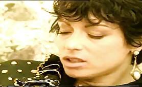 Eccitante scena porno vintage italiano nel fienile