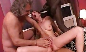 La calda troiona rossa di Desio, Federica Zarri viene soddisfatta in orgia interraziale