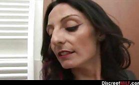 La calda pornostar di Taranto, Barbara Gandalf, nei panni della madre zoccola