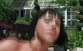 Valentine Demy  la Body builder porno in giardino