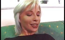 Giovane biondina ungherese sbattuta da porcone italiano