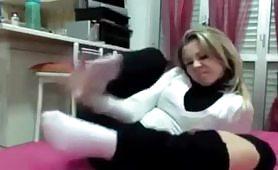 Chiara, fidanzata da Roma si esibisce i suoi piedi puzzolenti in cam