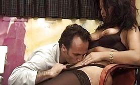 Orgasmi rubati - una sexy spogliarellista fottuta dal suo agente