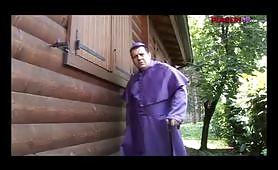 Coppia passionale spiata dal cardinale